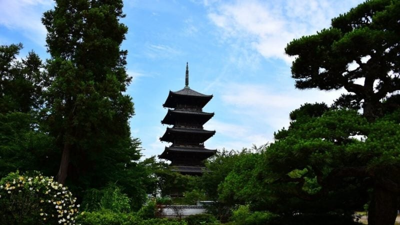仏教寺院の五重塔