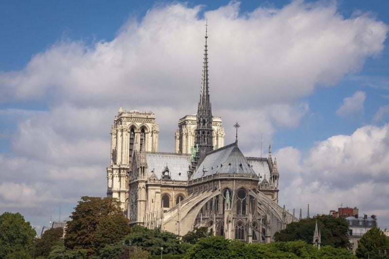ノートルダム大聖堂の尖った屋根(尖塔)