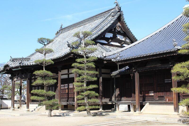 お寺に参り、神仏を信じる