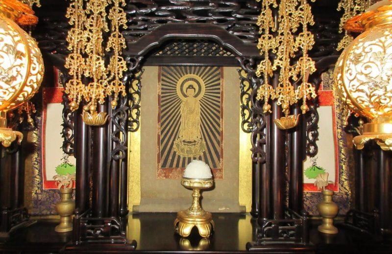 ご飯(お仏飯)を仏壇にお供えする