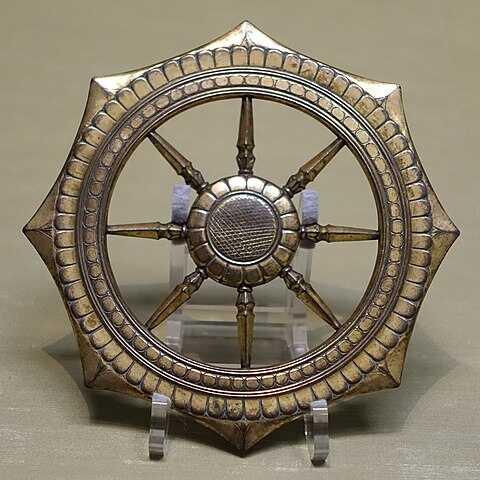 1200年代鎌倉時代のの本の法輪 東京国立博物館収蔵 - Wikipediaより